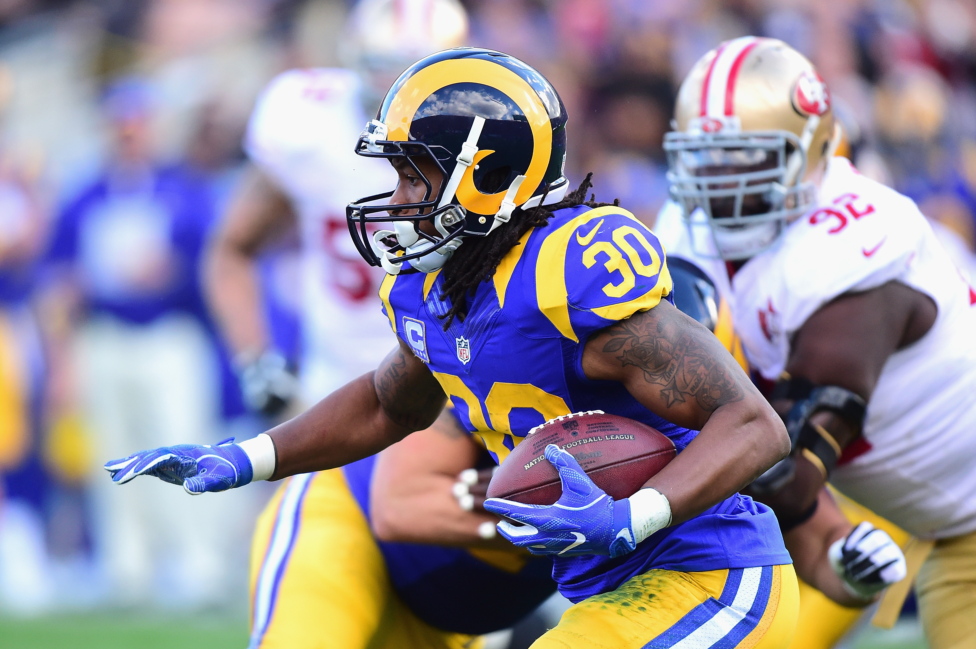 Donald ends Rams holdout, won't play in opener